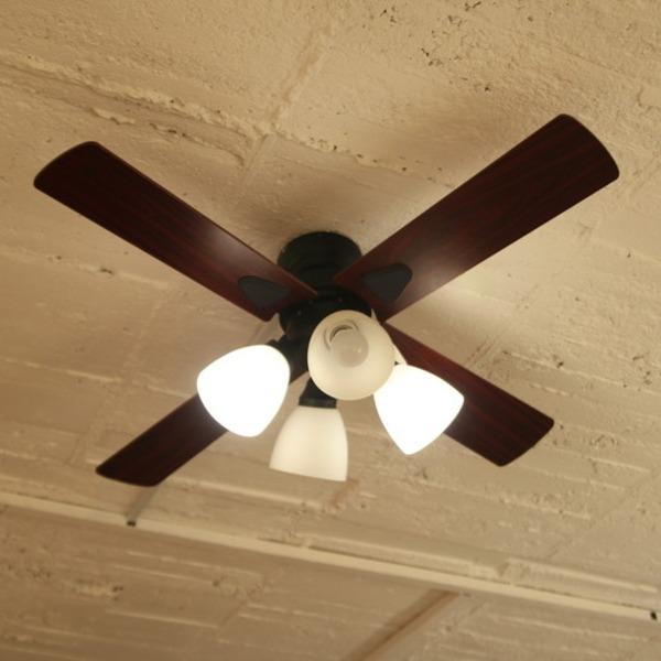 収納ベッドシングル通販 カントリー調ベッドルームの照明にはシーリングファン『シーリングファン ウィンダブル』