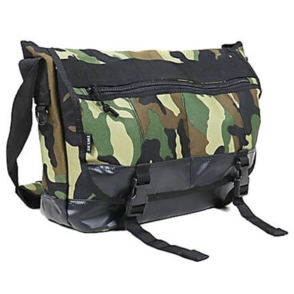 アメリカ軍 メッセンジャーバッグ/鞄  20 L  ポリエステルキャンバス地/ラバー 防水加工 B S124YN ウッドランド  レプリカ