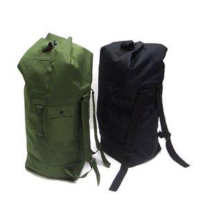 ダッフルバッグの写真 オリーブと黒のカラー