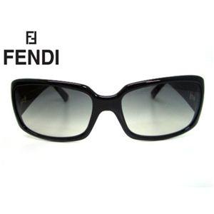 Fendi(フェンディ) サングラス SUN5042J-001 スモークグラデーション×ブラック