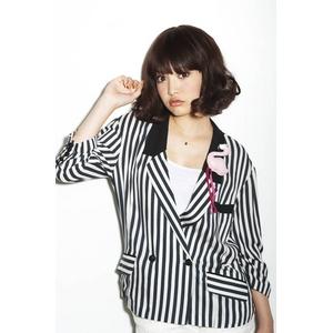 Rebecca Wig Tokyo フェミニンカール ビターブラウン - 拡大画像