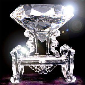 3000カラット ダイヤモンド型水晶 - 拡大画像