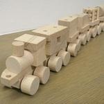 汽車の積み木 インテリアとしてかわいい!!と思ったら、なんと積み木でした(^u^)こんなおもちゃで育ったら、頭が良くておもしろい子になりそうですね。