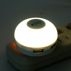 ミヨシ LEDライト搭載 USB2ポート USB-ACアダプタ 電球色 IPA-34LLD/WH