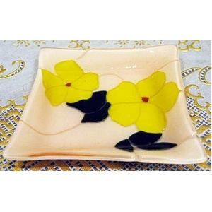 ステンドグラスとフュージングの融合♪ 食卓を彩るお花のお皿