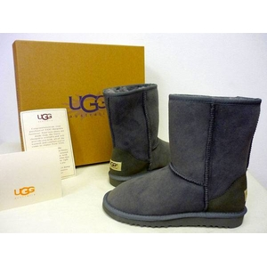 海外セレブも注目!シープスキンブーツブランド「UGG」のブーツ(グレー・7インチ)