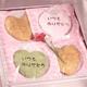 【4月27日予約分まで5月9日お届け可能 2010年母の日予約】母の日ハートせんべい20枚入 ミニカーネーション付き 写真1