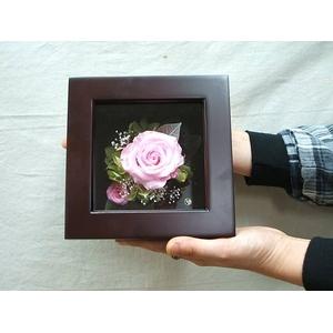 プリザーブドフラワーの壁掛け ピンクのバラ - 拡大画像