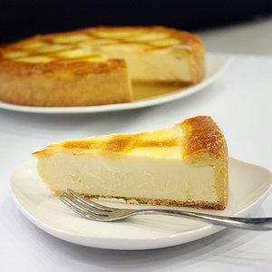 【チーズから手作り】トロイカ・オリジナル・ベークド・チーズケーキ・6号 - 拡大画像