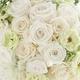 Royal Wedding ホワイト・ローズ 「ロザリウム・宮崎惠美子さん」のラウンドブーケ (25ansウエディング掲載商品) ブートニア付 - 縮小画像3