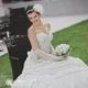 Royal Wedding ホワイト・ローズ 「ロザリウム・宮崎惠美子さん」のラウンドブーケ (25ansウエディング掲載商品) ブートニア付 - 縮小画像4