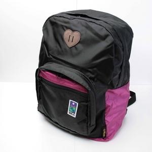 mei(メイ) デイバッグ ブラック/ピンクの写真1