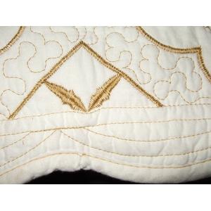 刺繍キルト クッション(羽根クッション中材付)