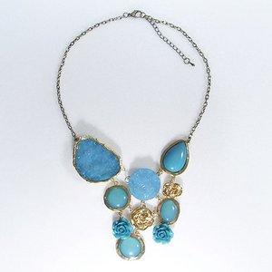 ボリューム満点のローズネックレス/ブルー h01