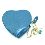 3つのチャームが可愛いハート型押しキーケース/ブルー