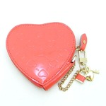 3つのチャームが可愛いハート型押しキーケース/ピンク