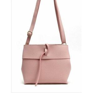 スタイルもカラーも優しい雰囲気を演出できるショルダーバッグ/ピンク