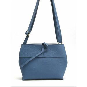 スタイルもカラーも優しい雰囲気を演出できるショルダーバッグ/ブルー