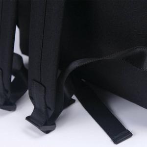 刺繍がアクセント♪前ポケット付軽量ラウンドリュック/フラミンゴブラック h03