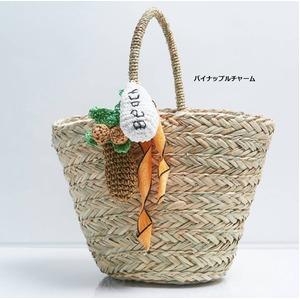 夏大活躍!カゴ素材カラフルな大きめチャーム付ハン...の商品画像