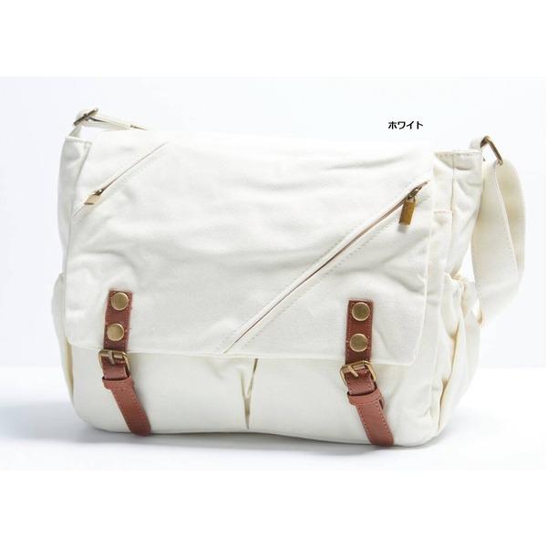 ナチュラルテイスト♪ポケットいっぱいのくったりショルダーバッグ/ホワイトf00