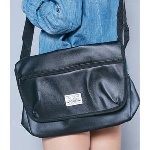 斜めかけにぴったり♪ポケットいっぱいのユニセックスショルダーバッグ/ベージュ