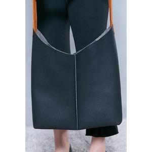薄いのに収納力あり♪使いやすい柔らかシンプルショルダーバッグ/ダークグレイ f04