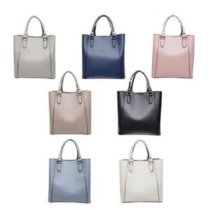 仕切ポケットがついたマチが広い柔らか素材の2Wayハンドバッグ/グレイ f05