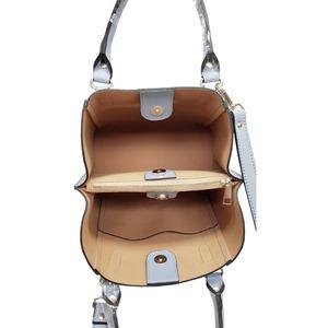 仕切ポケットがついたマチが広い柔らか素材の2Wayハンドバッグ/ネイビー h03