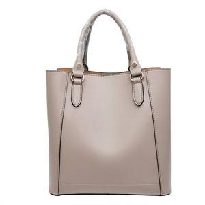 仕切ポケットがついたマチが広い柔らか素材の2Wayハンドバッグ/ベージュ h01
