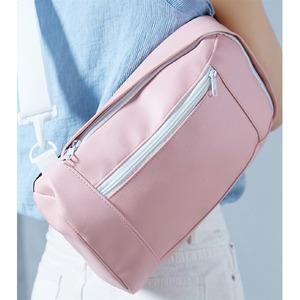 女性らしい丸いフォルムのボディバッグ/ピンク h03
