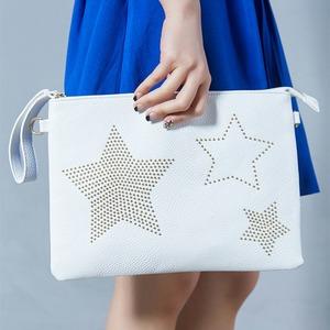人気デザイン♪上品な小ぶりスタッズで星をデザインしたクラッチバッグ/アイボリー