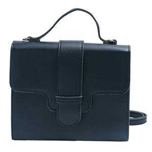 同素材の留め具がポイント♪クラシカルなシンプルハンドバッグ/ブラック