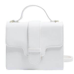同素材の留め具がポイント♪クラシカルなシンプルハンドバッグ/アイボリー h01