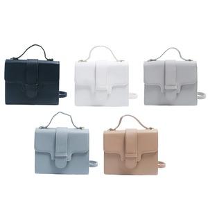 同素材の留め具がポイント♪クラシカルなシンプルハンドバッグ/ライトグレイ f06