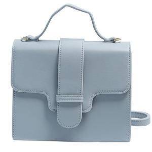 同素材の留め具がポイント♪クラシカルなシンプルハンドバッグ/グレイ h01