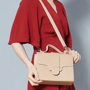 同素材の留め具がポイント♪クラシカルなシンプルハンドバッグ/グレイ h03