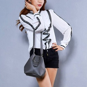 韓国で人気デザイン♪少し変わった巾着ショルダーバッグ/キャメル