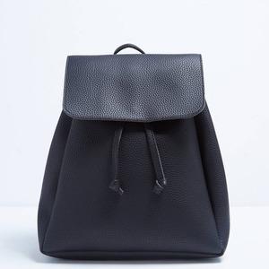 コンパクトサイズ♪シンプルな使えるフタ付リュック/ブラック