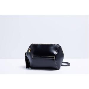 コロンと可愛い♪変わったデザインのミニショルダーバッグ/ブラック