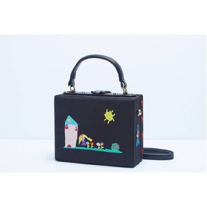 パーティーバッグにも使える刺繍で描いたボックス型のハンドバッグ/ガール