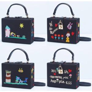 パーティーバッグにも使える刺繍で描いたボックス型のハンドバッグ/レター