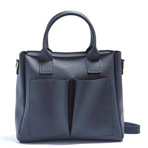 デザインみたいな前ポケットがポイントの2WayハンドバッグS/ブラック