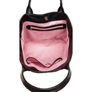 内側のピンクが可愛い♪スタッズで綴ったロゴ入トートバッグ/ネイビー