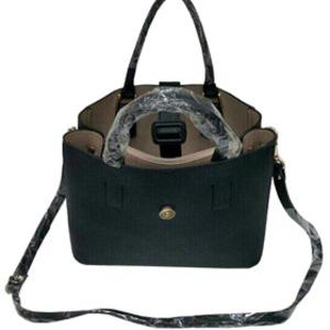ファスナー仕切ポケット付♪ベルトバックル付柔らか素材のトートバッグ/ブラック