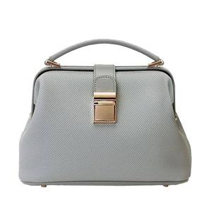 柔らか素材♪パカッと開くがま口タイプのハンドバッグ/グレイ