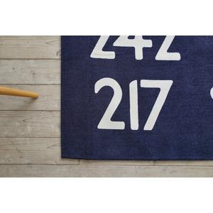手洗いできる シェニールプリントラグ バスサイン 130×185cm ブルー