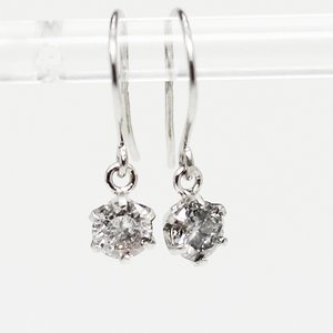 プラチナ0.25ct一粒石ダイヤモンドピアス スウィングチャームフックピアス