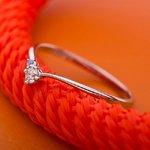 【鑑別書付】プラチナPT950 天然ダイヤリング 指輪 ダイヤ0.05ct アイスブルーダイヤ0.01ct 9号 V字モチーフ