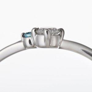 【鑑別書付】プラチナPT950 天然ダイヤリング 指輪 ダイヤ0.05ct アイスブルーダイヤ0.01ct 9号 V字モチーフ h02